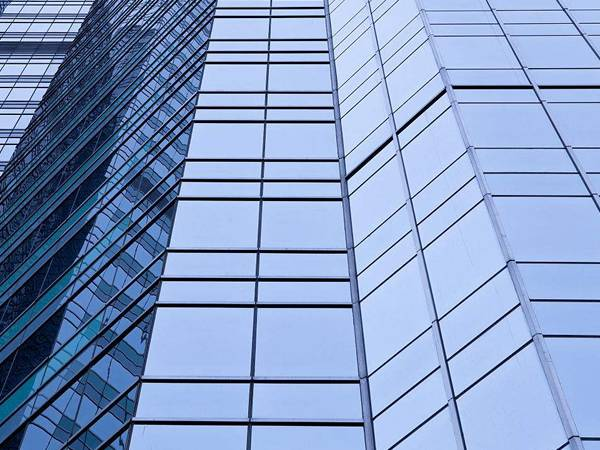 The polysulfide sealant is used to bond aluminum window frame.